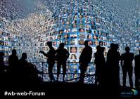 Das Bild verweist auf Menschen, die diskutieren und sich austauschen.