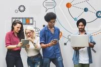 Bild mit Menschen mit Laptop und Tablet in der Hand
