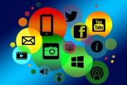 Social Media-Icons vor bunten Kreisen