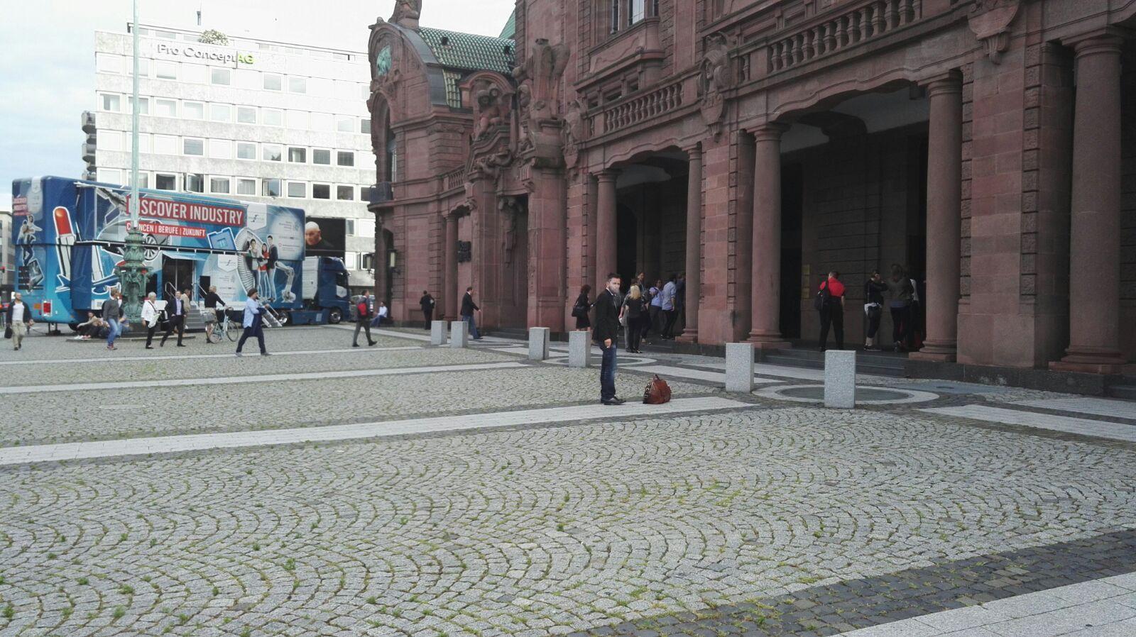 Das Bild zeigt den Eingan des Veranstaltungshauses in Mannheim.