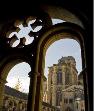 Das Bild zeigt den aus dem 13. Jahrhundert stammende Kreuzgang der Liebfrauenkirche in Trier.