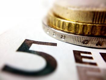Münzen und Geldschein