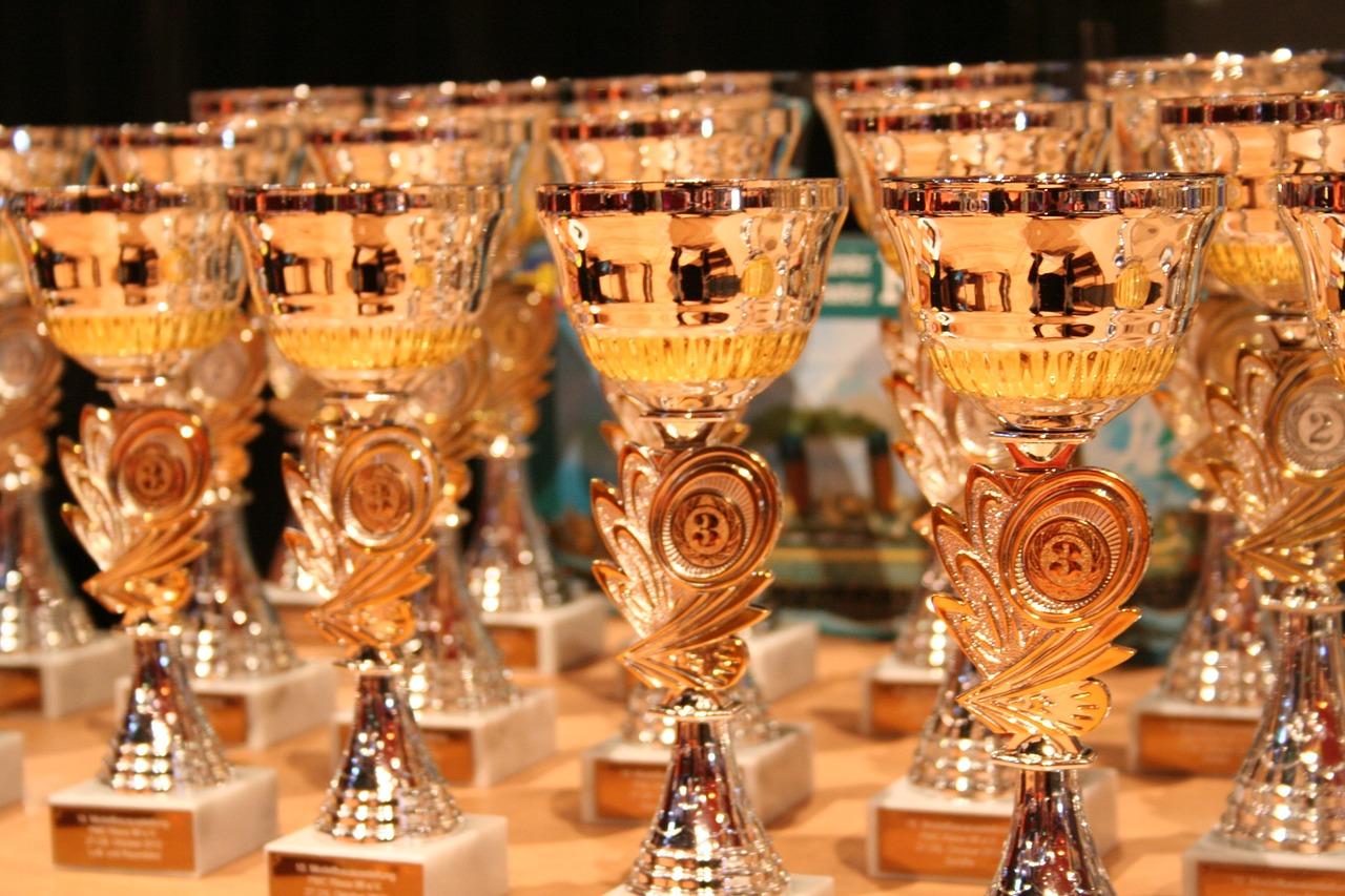 Goldfarbene Pokale