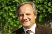 Das Bild zeigt eine Portraitaufnahme von Prof. Dr. Rolf Arnold.