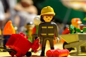 Playmobil-Figur eines Feuerwehrmanns mit Zubehör