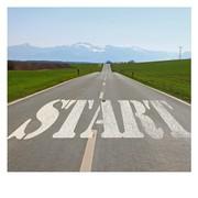 """Das Bild zeigt eine Straße mit der Aufschrift """"Start""""."""