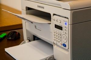 Das Bild zeigt einen Kopierer/Drucker.