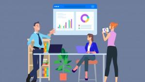 Das Symbolbild zeigt drei Cartoonpersonen, die um einen Schreibtisch herum stehen und sitzen, im Hintergrund ist ein interaktives Whiteboard mit Diagrammen.