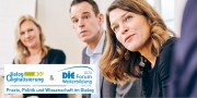 Das Bild zeigt drei Personen bei einer Veranstaltung und die Logos zu dialog digitalisierung sowie DIE Forum Weiterbildung.