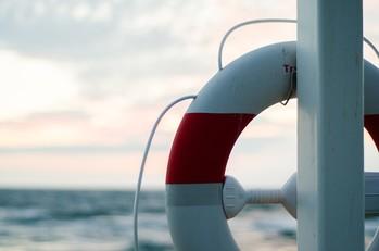 Rettungsring vor Meer