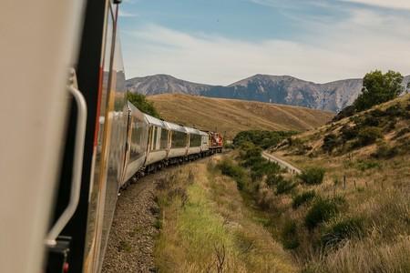 Zug in Berglandschaft