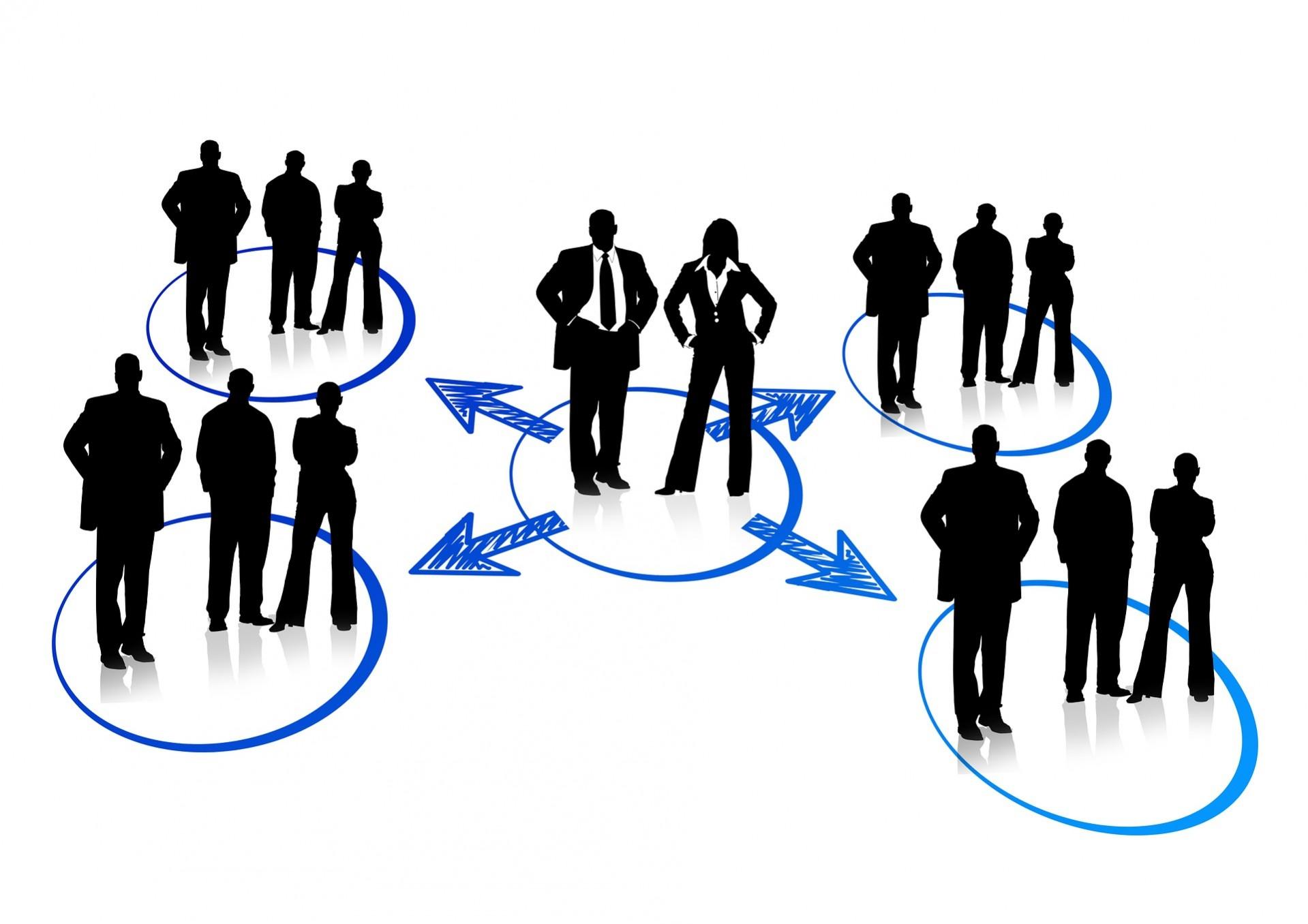 Zeichnung mit Menschen in Gruppen