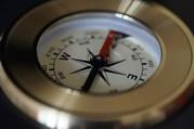Das Bild zeigt einen Kompass.