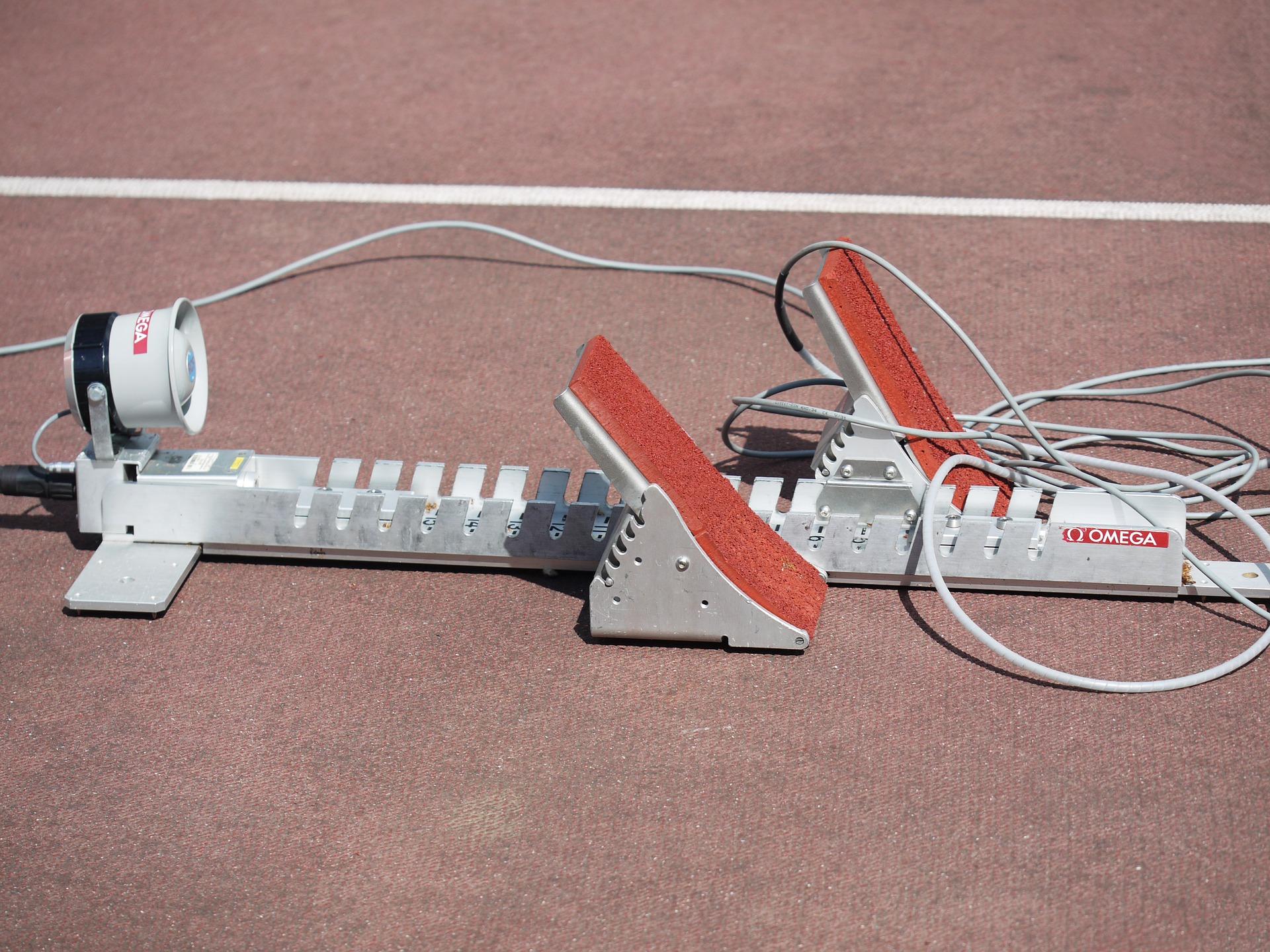 Das Bild zeigt einen Startblock aus der Leichtathletik.