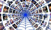 Das Bild zeigt viele Personenfotos in einem Netz.