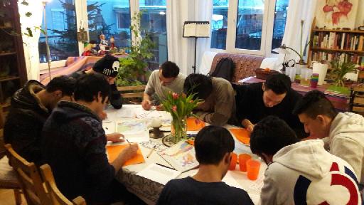 Das Bild zeigt eine Gruppe Lernender.