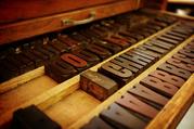 Buchstaben aus Holz.