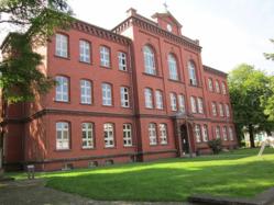Das Bild zeigt das Gebäude der Volkshochschule Gütersloh.