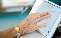 Titelbild Leitfaden Digitale Kompetenzen für ältere Menschen