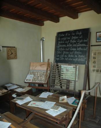 Altes Klassenzimmer mit Schiefertafel