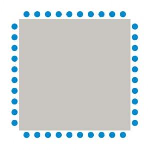 Tische bilden ein Quadrat, um das sich die Teilnehmer setzen.