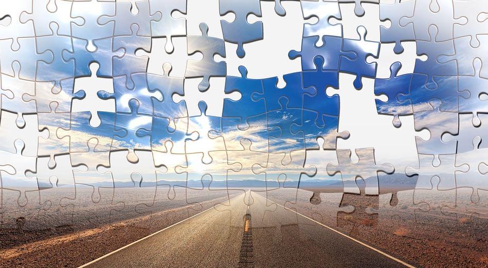 Das Bild zeigt eine Straße, die ins Nichts führt, und darüber ein sich auflösendes Puzzle.